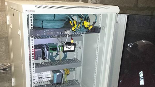 Armário de distribuição com o SmartController