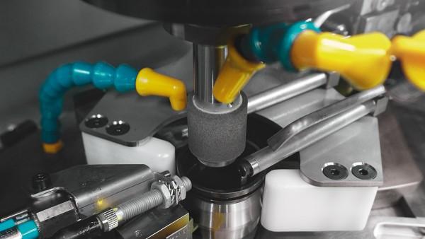 Mecanizado de rodamientos con un husillo vertical