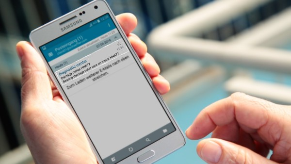 """Os operadores das máquinas são notificados por e-mail através do serviço digital do """"ConditionAnalyzer"""" e podem aceder muito facilmente a estas notificações a partir dos seus dispositivos móveis."""
