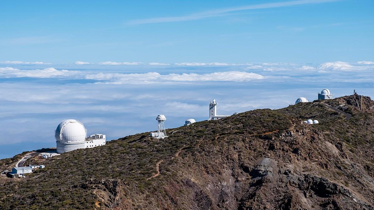 En el Roque de los Muchachos los astrónomos pueden contar con varios telescopios grandes y una vista casi perfecta del espacio.